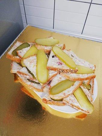 Knurow, Πολωνία: Pajda chleba z swojskim smalcem domowej roboty naszego szefuńcia i ogóraskiem