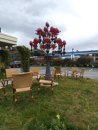 Diamond Bar, CA: It must be popular if you have a waiting area outside!