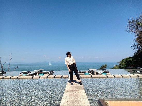 10/10 บรรยากาศดีสุดราคาอาหารโอเคเลยทีเดียวไม่แพงราคามาตรฐานโรงแรมเทียบกับที่จ่ายไปถือว่าคุ้มเพราะวิวดีมากกกก ocean view พนักงานบริการดีมาก