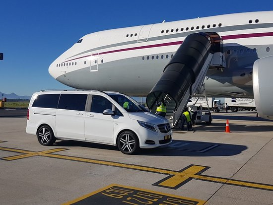 Pinelands, África do Sul: For all your VIP chauffeur drives around Cape Town Business meetings Airport transfers tours Contact us at Fabulas on 0614885292