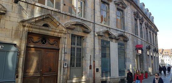 Une vue d'ensemble de l'Hôtel du Bouteiller.