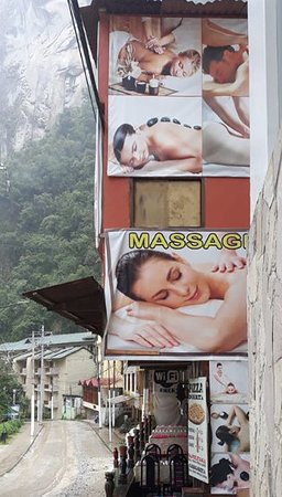 después del masaje que recibí por moisés en mi hotel, visite el spa de moisés, pequeño pero confortable