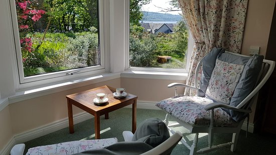 Jura King bedroom with sea view