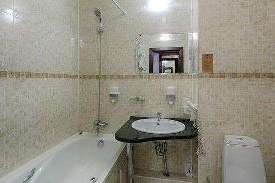 Zvezda Hotel: Guest room