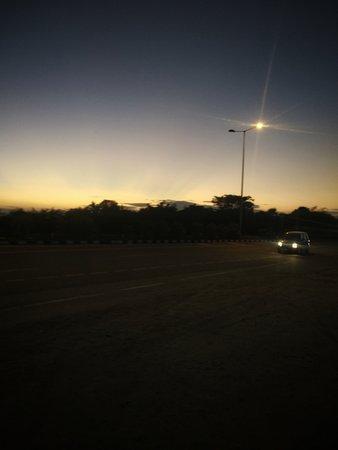 Jaggaiahpet, الهند: SKY LIGHT CAR ROAD PHOTO @PMV1717