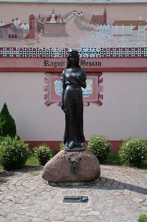 Sculpture of Prussian Princess Rangeta