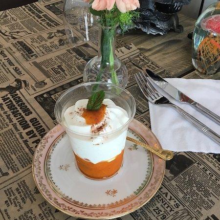 La Bernerie-en-Retz, France: Dessert .....Crémet à la pêche