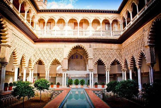 Salta las líneas del Real Alcázar de...