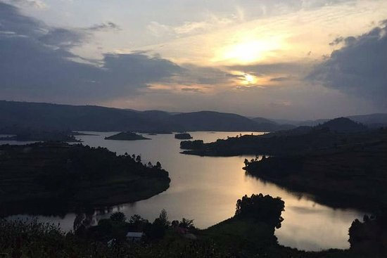 Solnedgang og soloppgang i UGANDA
