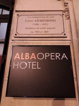 Alba Opera Hotel: Vertigo a été tourné dans cet hôtel. Bien situé pour une nuit après spectacle Casino de Paris  par exemple...