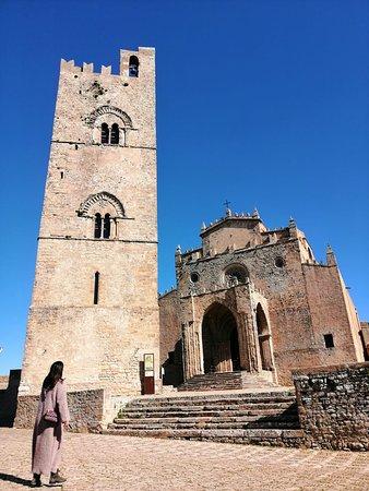 IL Duomo: Le foto inaspettate sono le migliori : un passaggio del mio itinerario ad Erice è stato immortalato !