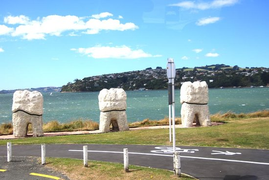 Harbour Molars: Harbor bay tooth molar statues