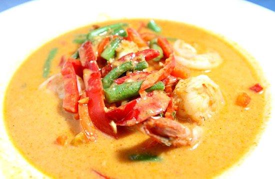 paneang aux crevettes aux poulet ou au porc cuit au lait de coco un plat de référence !