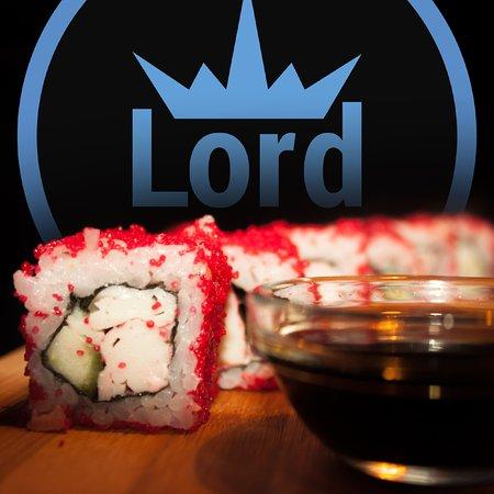 Lord Cafe: Прекрасные роллы на фоне логотипа кафе ЛОРД