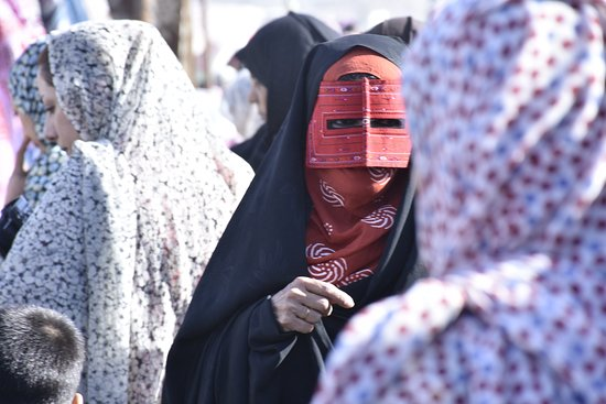 ‪‪Minab‬, איראן: a Minabi women in traditional dress wearing Burka (the mask) #minab#iran#tourism#hormozgan#burka#thmask#ritual#traditional#event‬