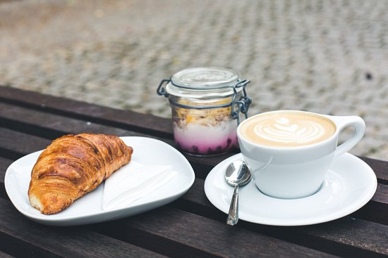 A quick breakfast with the crispiest croissant and a velvety cappuccino?