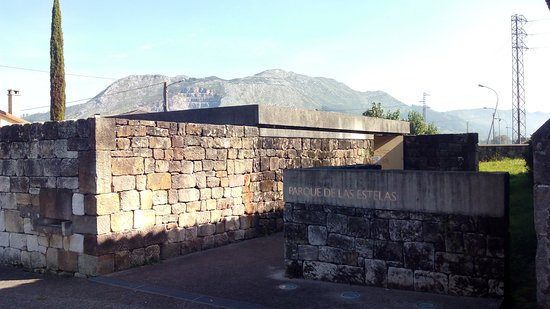 Los Corrales de Buelna, Spain: Exterior del recinto.