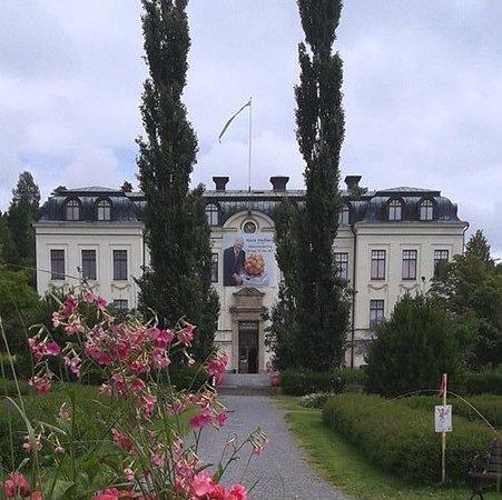 Ornskoldsvik, السويد: Örnsköldsviks museum & konsthall vara tidigare stadens läroverk.
