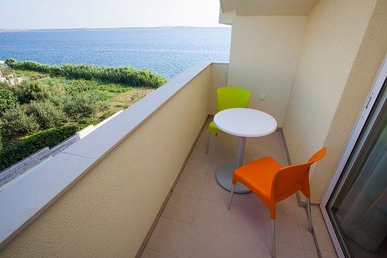 Hotel Vila 4m - side balcony