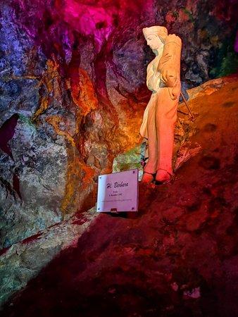 Oberzeiring, Áo: Hl.Barbara, in der Grube.