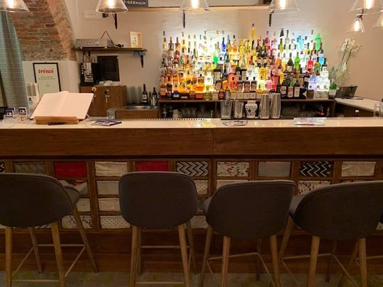 Massa, Italia: The Bar- La barra