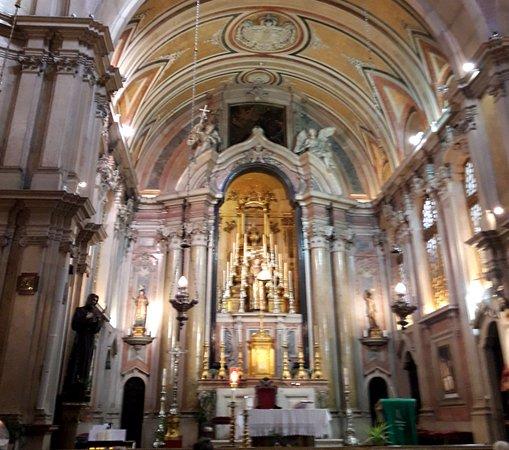 Igreja de Santo Antonio: bela Igreja