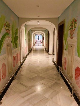 Aparthotel Monarque Sultan: Hallway