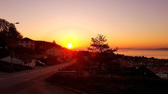 Peseux, Suiza: Lever du soleil