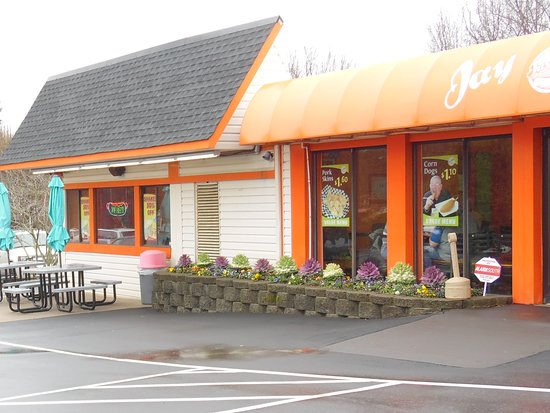 Jay Bee's: OUTDOOR SEATING