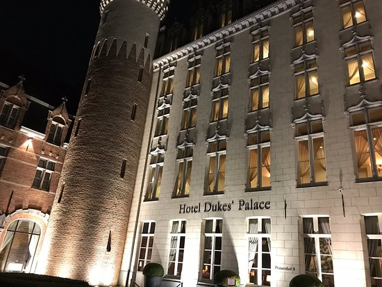 The hotel is beautiful, only a short stroll to the main square. The Belfrey at night is stunning. Well placed for all local attractions and amenities. Top Tip... if planning to eat out, go early. Practically impossible to find a restaurant after 9pm.
