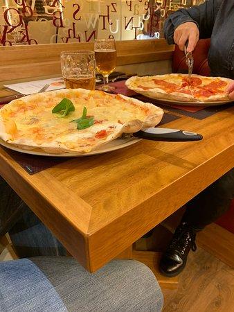 La Tagliatella Portugal Berna, Lisboa: Linda pizzaria e ótimos pratos. Pizza ótima novo conceito e ingredientes de primeira qualidade