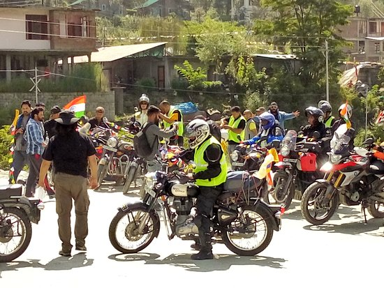 Manali, India: Touring tours official back up vehicle