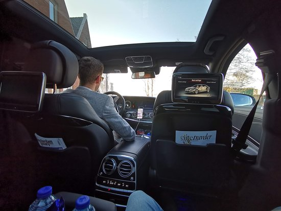 Als ik gebruik maak van Mike's Luxury Events staat er altijd een prima Mercedes S500 klaar voorzien van alle gemakken, perfect verstelbare stoelen, entertainment systeem, WiFi, snoep, water, frisdrank ook aan andere verzoeken ten aanzien van eten en drinken kan zonder enige moeite worden voldaan. Niets is voor Michael te gek om te regelen als de klant maar tevreden is. Een zeldzaam hoge kwaliteit van dienstverlening
