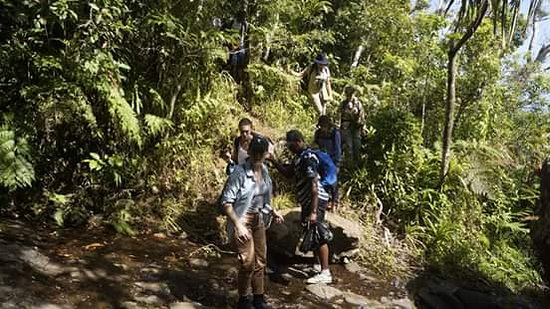 Abaca Village, ฟิจิ: Students hiking up the mountain.