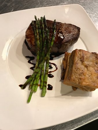 Poplar Bluff, Missouri: Beef Fillet with grilled asparagus and potato gratin