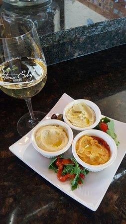 Waters Edge Winery & Bistro: Hummus Trio! Gluten Free!