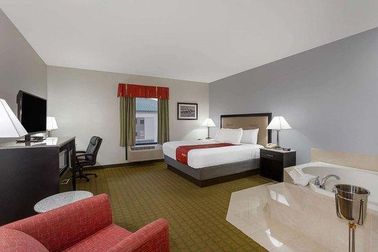 Days Inn & Suites by Wyndham Lakeland: Suite
