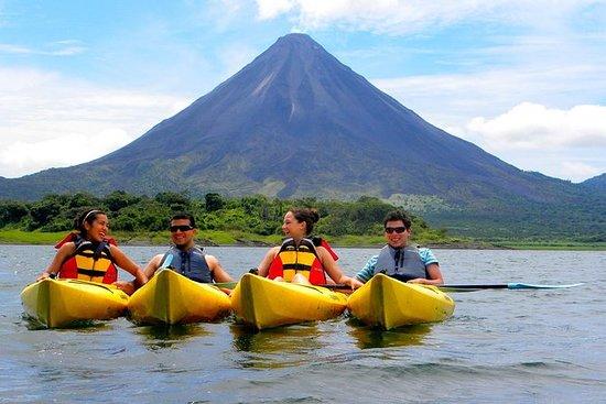 阿雷纳尔火山组合3皮划艇湖和巴尔迪温泉私人之旅