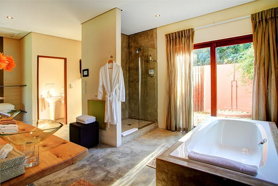 Bathroom Luxury Garden Suite