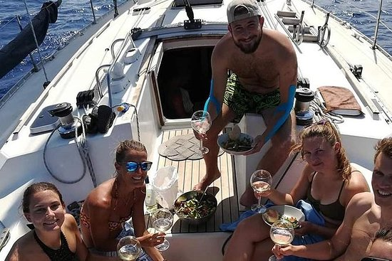 Sailing tour Velacatania
