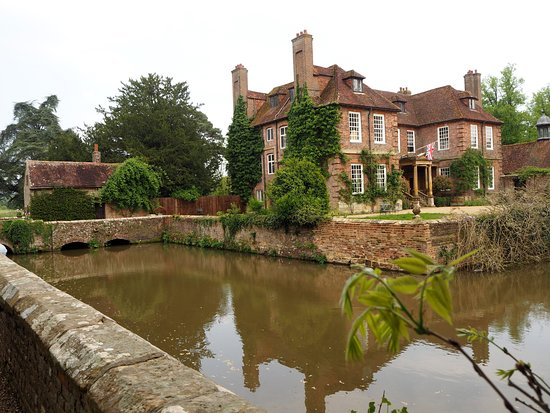 Groombridge Place Gardens: Privately owned Historical Moated Manor