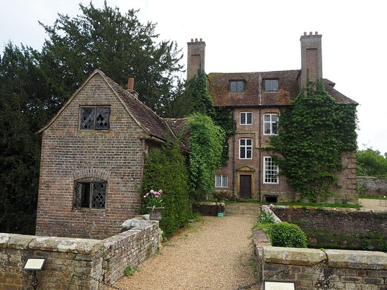 Groombridge Place Gardens: The Priest's House in the past
