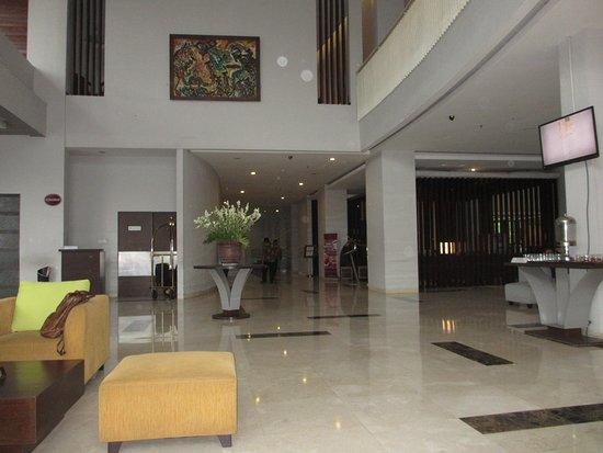 Grand Cakra Hotel: Lobby