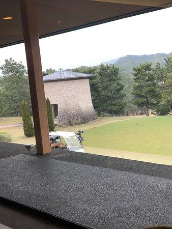 初の静岡遠征ゴルフ⛳️ なかなか、難コースで面白くラウンド しました。 昔は日本オープンも開催されたらしい! 皆さんも是非チャレンジして下さい!