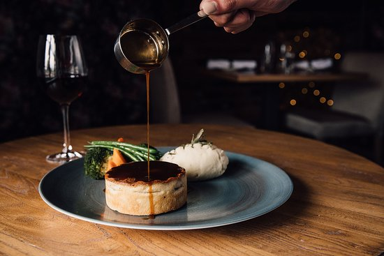 Stables Bar & Grill: Steak and Ale Pie