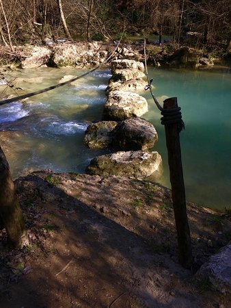 Colle di Val d'Elsa, Italien: Sentierelsa --a four kilometer trail along the Elsa River with three stone ford river crossings. Popular with local fishermen, this stretch of the river has an amazing aqua color. Toward the end of the trail private gardens bordered the riverbank.