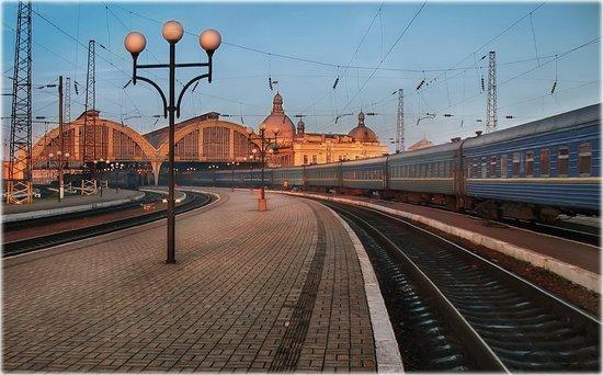"""Lvov, Ukraina: Город в котором я живу.  Львов, железнодорожный вокзал (достался """"в наследство"""" от Австро-Венгрии)"""