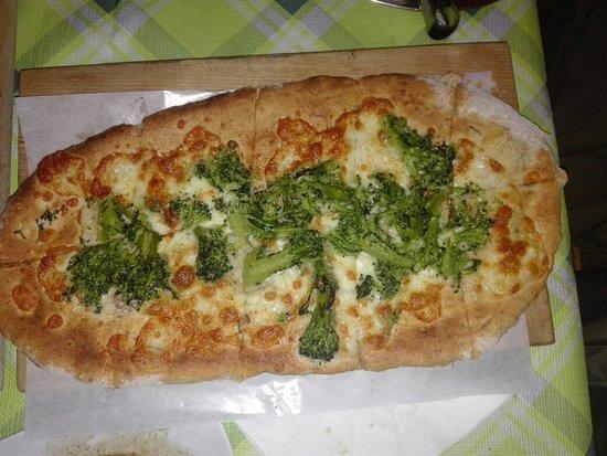 Ristorante Pizzeria Miravalle: Impasto integrale in diverse forme e farciture. Eccezionali