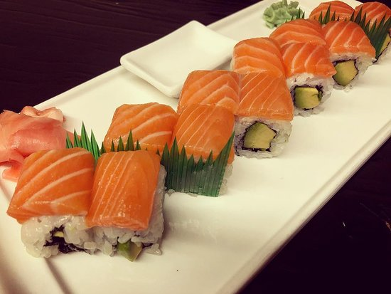 Avocado Salmon Makis