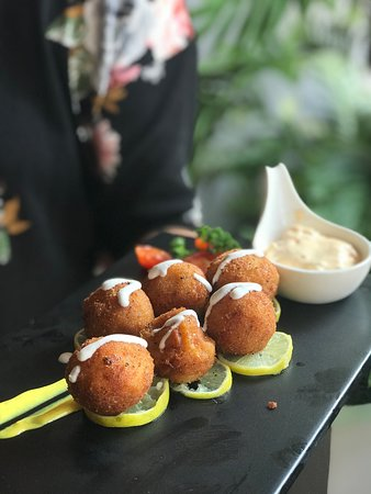 Divo Cafe & Bar: Cheese poppers